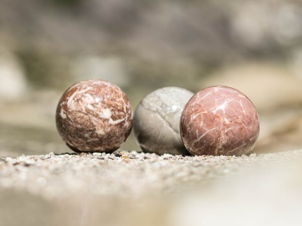 Steinkugeln aus dem Geodorf Gams